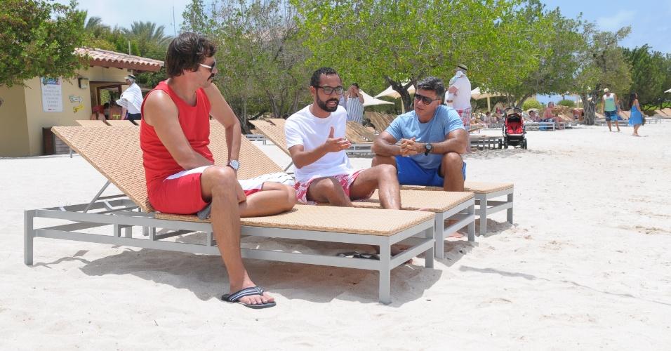 """Heitor Martinez, Leonardo Vieira e Silvio Guindane gravam """"Vitória"""", próxima novela da Record, em Curaçao. O elenco gravou durante nove dias em vários locais da ilha caribenha"""