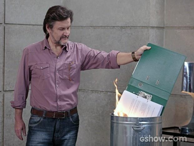 LC queima o dossiê em