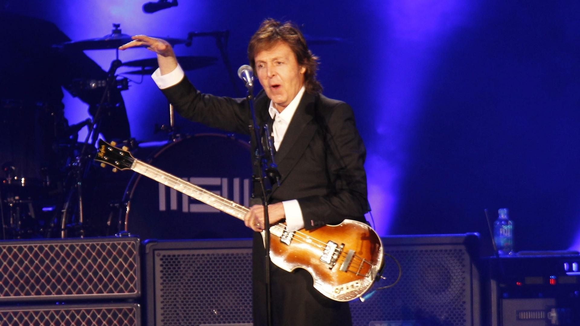 19.abr.2014-Paul McCartney durante show que realizou no último sábado, no Uruguai