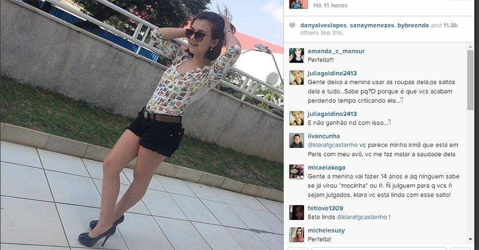 21.abr.2014 - Aos 13 anos, Klara Castanho postou em seu Instagram uma foto em que aparece usando shortinho e salto alto.