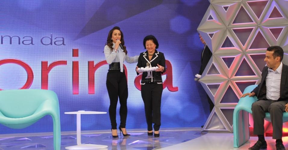 22.abr.2014 - Com a presença da mãe, Dona Kika, Sabrina Sato apresenta seu novo programa nos estúdios da Record, em São Paulo
