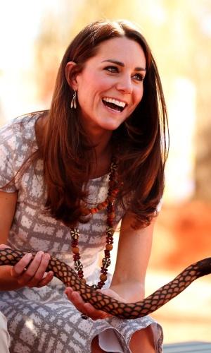 22.abr.2014 - Kate Middleton e Príncipe William no Ayres Rock (ou Uluru), na Austrália