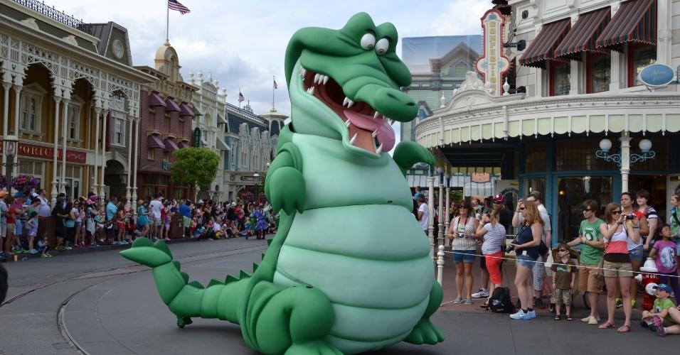 A história de Peter Pan é tema de um dos carros da Disney Festival of Fantasy Parade