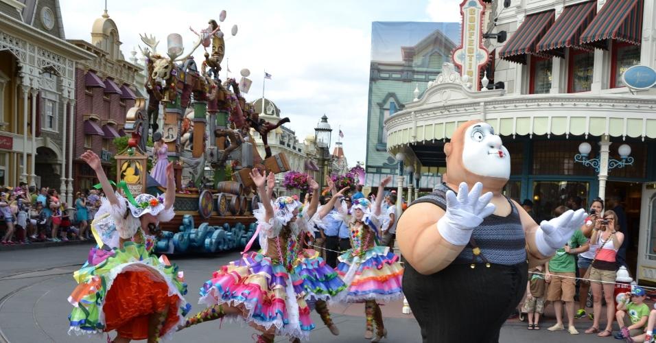 A qualidade das músicas, das coreografias e dos figurinos impressiona os visitantes na nova Disney Festival of Fantasy Parade