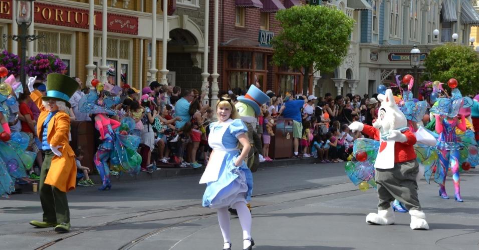 Alice no País das Maravilhas está presente na Disney Festival of Fantasy Parade