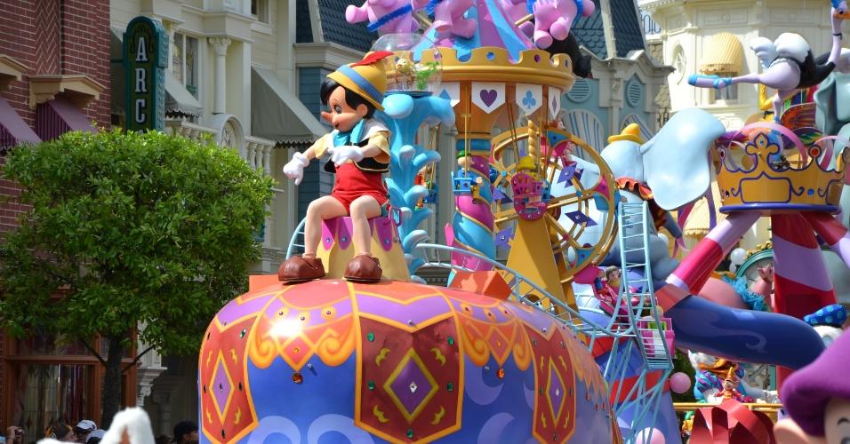 Pinóquio é o destaque do penúltimo carro alegórico da Disney Festival of Fantasy Parade