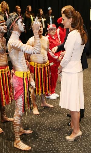 22.abr.2014 - Príncipe William e Kate Middleton fazem visita a um centro comunitário na Austrália. O casal real participou da inauguração de uma praça na cidade de Adelaide