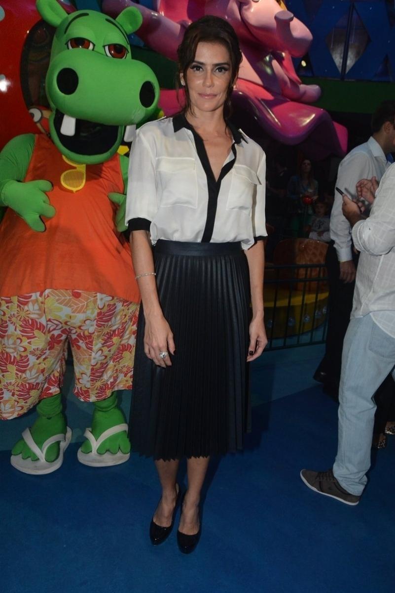 23.abr.2014 - Deborah Secco participou da festa de inauguração da Casa X, empreendimento de Xuxa na zona leste de São Paulo