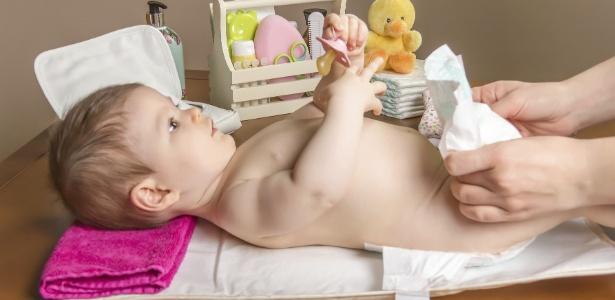 Converse com o pediatra da criança sobre o uso de pomadas preventivas nas trocas de fralda - Getty Images