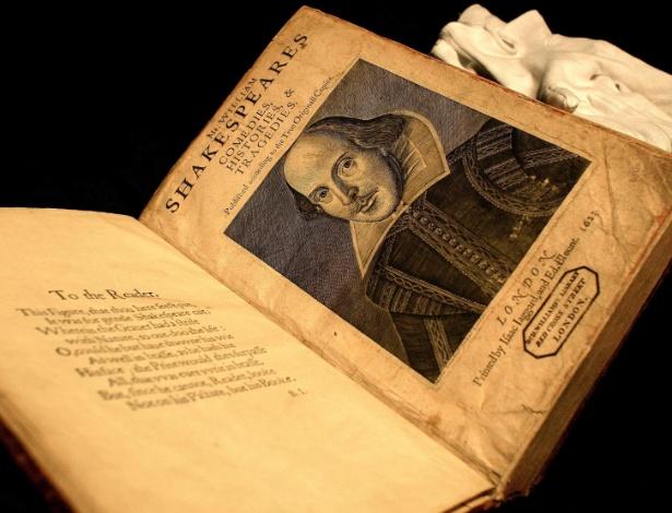 """Exemplar de edição completa do """"Primeiro Folio"""" de William Shakespeare, datado de 1623 - Reuters"""