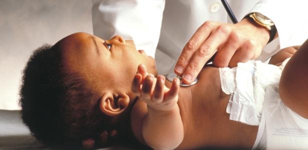 As consultas periódicas com o pediatra são importantes para acompanhar o desenvolvimento da criança - Thinkstock