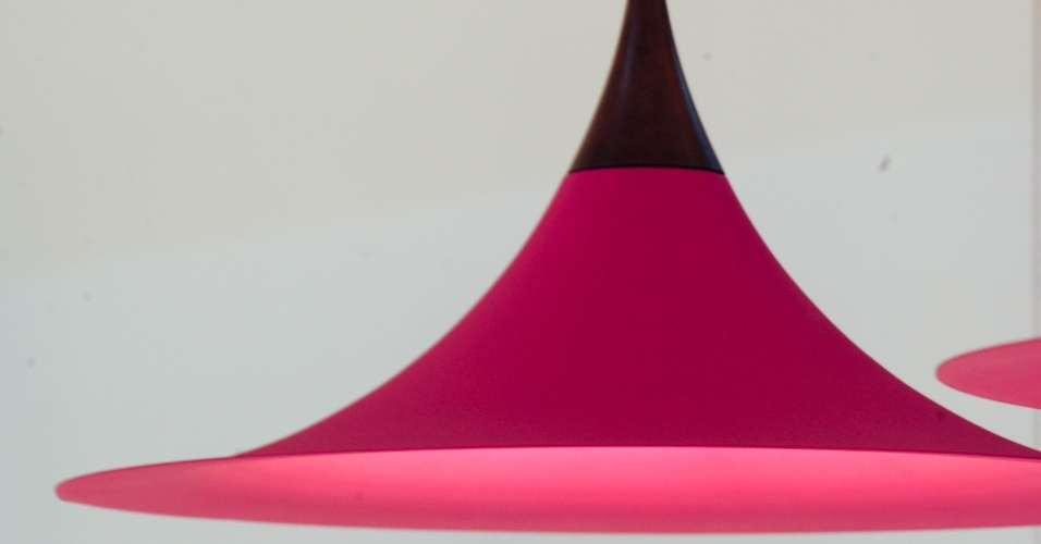 Indicado para ambientes internos, como salas e cozinhas, o pendente Martini foi um dos destaques da Dimlux (www.dimlux.com.br) na 14ª Expolux (Feira Internacional da Indústria da Iluminação). Em alumínio, a peça pode receber pintura eletrostática em diferentes cores