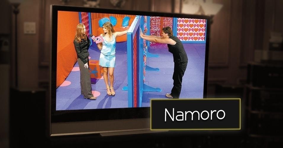 """O programa """"Fica Comigo"""" era apresentado na MTV Brasil sob o comando de Fernanda Lima. O quadro ficou no ar de  2000 a 2003 e jovens tentavam encontrar um par romântico. A atração foi responsável por exibir o beijo  gay de um casal homosseuxual"""