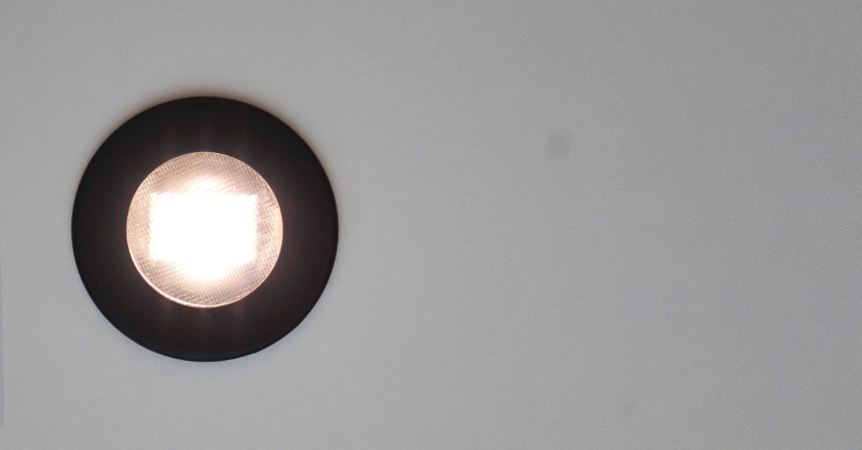 Redondo e com refletor metalizado, o embutido Baby conta com difusor em vidro mini boreal curvo. Indicado para uso com lâmpadas halógenas bipino, o produto foi apresentado pela Bonin (www.bonin.com.br) durante a 14ª Expolux (Feira Internacional da Indústria da Iluminação)