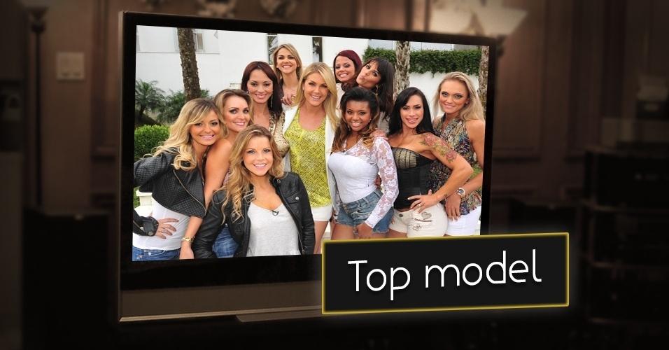 """Além de buscar uma modelo, o reality show """"A Casa da Ana Hickmann"""" exibido pela Rede Record no programa """"Tudo é Possível"""", mostrava a rotina de  dez participantes. A escolhida se tornava repórter da atração. A atração chegou ao fim em 2012, assim como o programa"""