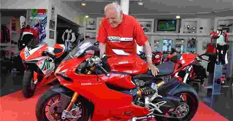 Mathyas Balint, 85 anos, comprou uma moto esportiva e causou polêmica - Reprodução