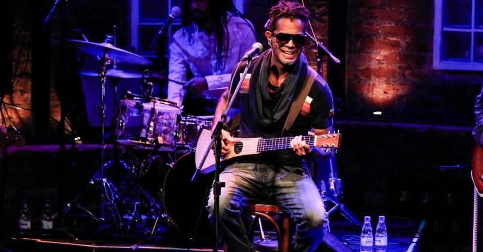 """25.abr.2014 - Jair Oliveira faz show """"Jair Oliveira 30"""" no Bourbon Street, em Moema, zona oeste de São Paulo"""
