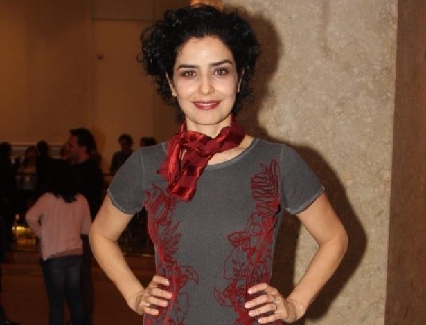 """25.abr.2014 - Letícia Sabatella estreia o espetáculo """"Tragédia 3"""", no Centro Cultural Banco do Brasil, em São Paulo"""
