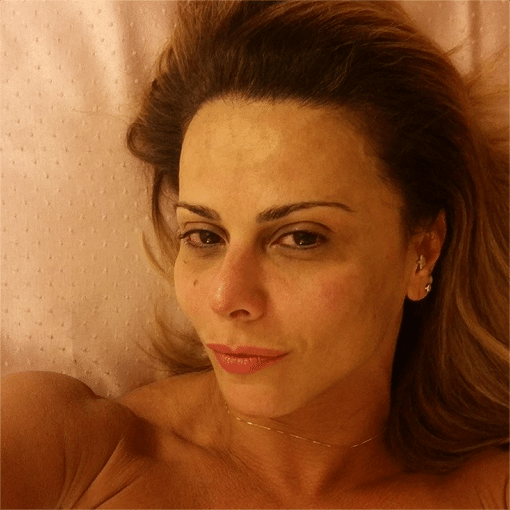 26.abr.2014 - Viviane Araújo entra na onda das fotos sem maquiagem e mostra o rosto limpo no Instagram