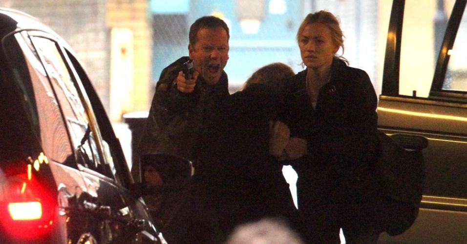 """28.abr.2014 - Kiefer Sutherland e Yvonne Strahovski filmaram cenas de muita ação nesta manhã em Vauxhall, sul de Londres, para a série """"24: Live Another Day"""" - continuação de """"24 horas"""""""