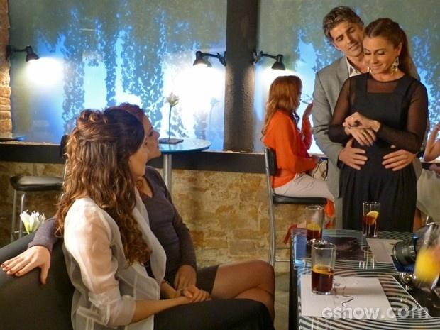 Cadu faz Clara mostrar à Marina a nova aliança