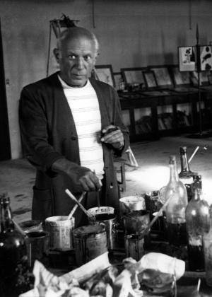 O pintor espanhol Pablo Picasso em seu ateliê no verão de 1946, em Antibes (França) - Getty Images