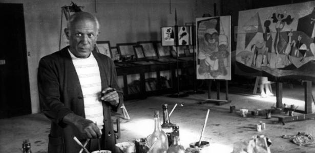 O pintor Pablo Picasso em seu ateliê, em foto de 1946 - Getty Images
