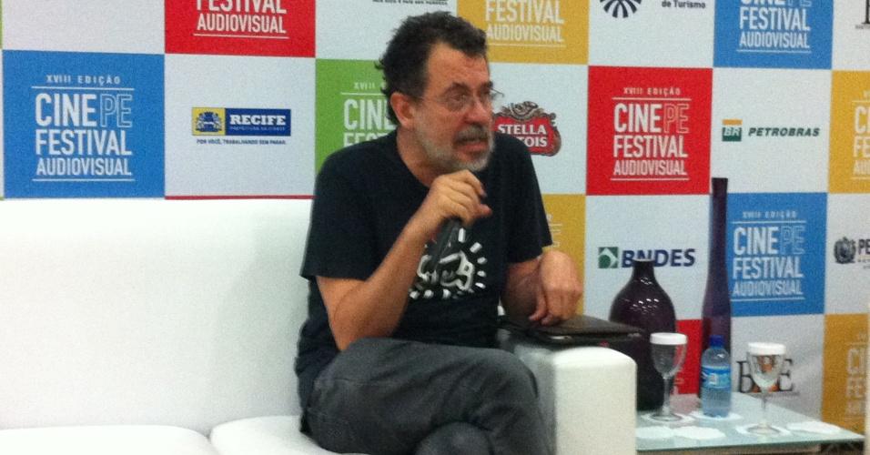 """28.abr.2014 - O cineasta Jorge Furtado fala sobre seu documentário """"O Mercado de Notícias"""" no Cine PE"""