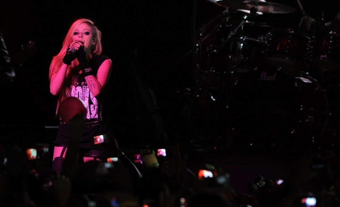 29.abr.2014 - A cantora canadense Avril Lavigne se apresenta no Citibank Hall, em São Paulo
