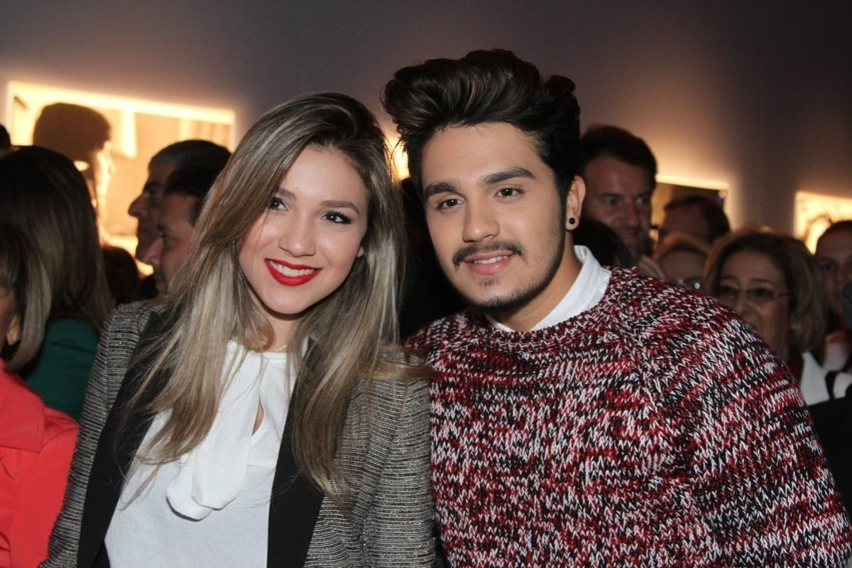 29.abr.2014 - Luan Santana e sua irmã Bruna vão ao lançamento da biografia oficial de Roberto Carlos em shopping de São Paulo