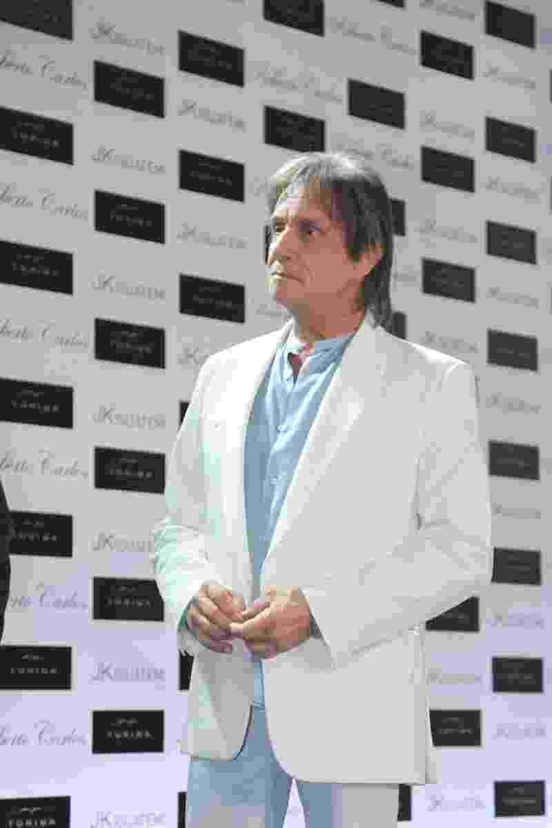 29.abr.2014 - Roberto Carlos lança sua biografia oficial em shopping de São Paulo - Caio Duran e Thiago Duran/AgNews