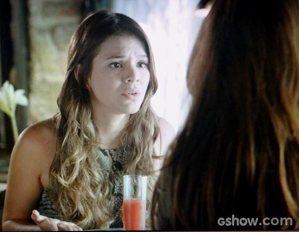 Luiza assume seu amor por Laerte e pede a ajuda de Clara