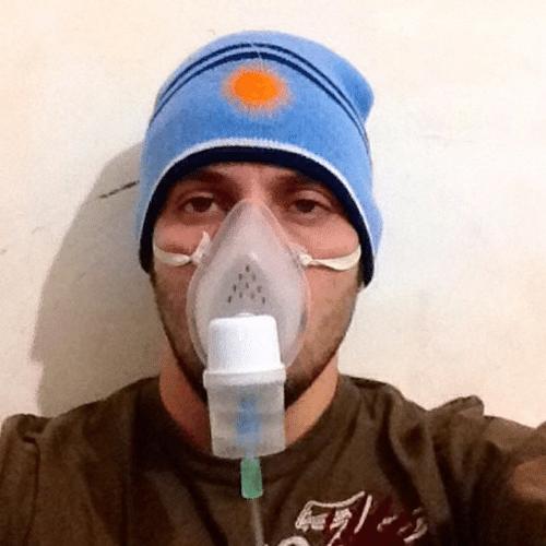 29.abr.2014 - O Ex-BBB João Almeida está com pneumonia e se diz feliz por não estar com uma simples gripe