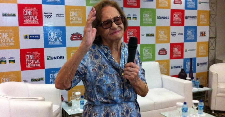 30.abr.2014-A atriz Laura Cardoso, durante homenagem no Cine PE