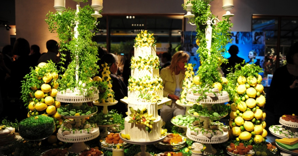 29.abr.2014 - A proposta da Homemade Cakes (www.homemadecakes.com.br) é uma mesa inspirada no limão Sciciliano, com decoração de Paula Moroni