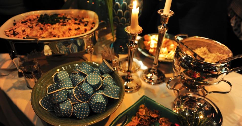 29.abr.2014 - Mesa daBel Gastronomia e Eventos (www.dabelgastronomia.com.br) com decoração de Franziska Hubener (www.franziskahubener.com.br) na Degustar 2014