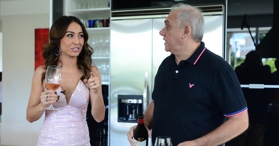 """No segundo """"Programa da Sabrina"""", a apresentadora Sabrina Sato faz uma visita à casa de Marcelo Rezende. De bermuda e tênis, ele preparou um almoço e mostrou seu lar para o programa"""