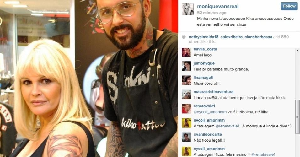1.mai.2014 - Em sua página do Instagram, Monique Evans contou que fez nova tatuagem no braço. A modelo tatuou um laço.