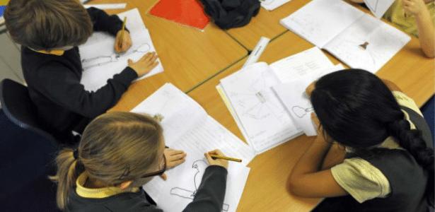 Especialistas consideram essencial que jovens desenvolvam habilidades sociais para o êxito profissional - BBC