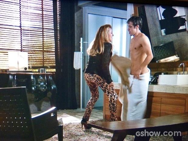 Shirley ataca e deixa Leto sem a toalha