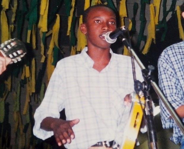 Aos 15 anos, Thiaguinho fundou seu primeiro grupo de samba,