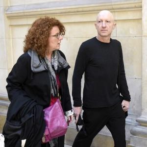 5.mai.2014 - O artista sul-africano chega para uma audiência em tribunal de Paris - AFP