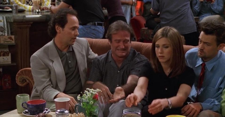 Billy Crystal e Robin Williams interpretaram dois amigos que interrompem a conversa da turma no Central Perk quando um deles confessa que dormiu com a mulher do outro