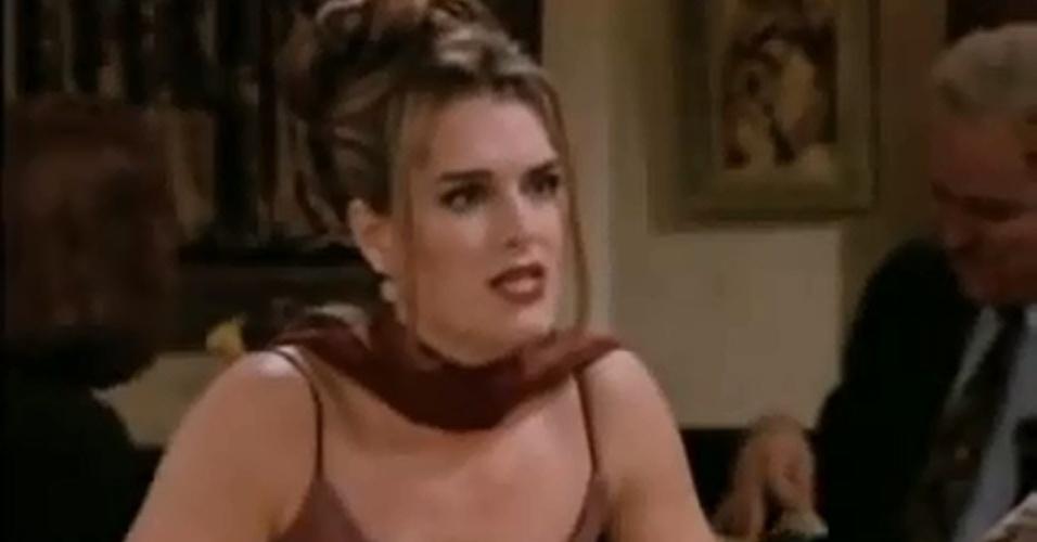 """Brooke Shields surgiu como Erica, uma mulher que sai com Joey acreditando que ele é o próprio Dr. Drake Ramoray de """"Days Of Our Lives"""""""