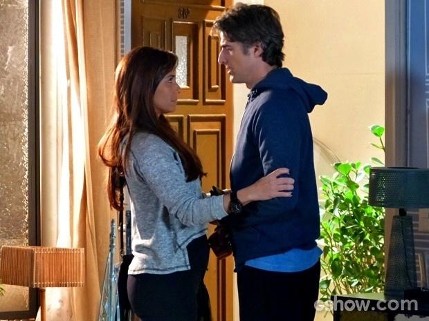 Clara dá força a Cadu antes de irem para hospital