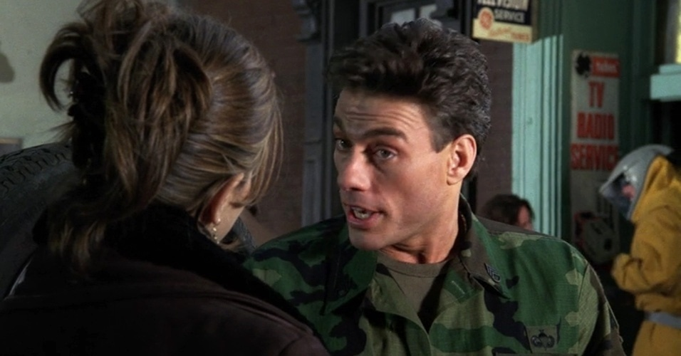 O astro de ação Jean Claude Van Damme apareceu como ele mesmo na série e foi disputado por Rachel e Monica