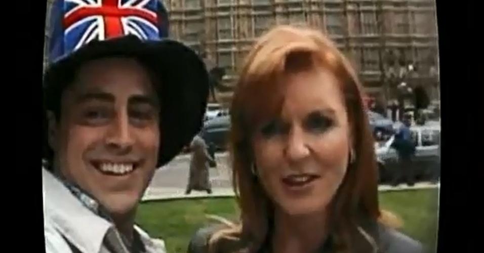 Sarah Ferguson, a Duquesa de York, surgiu como ela mesma ao lado de Joey na viagem da turma à Inglaterra