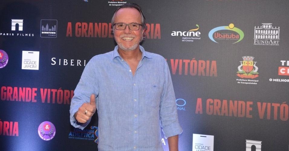 """5.mai.2014 - No elenco, Tato Gabus Mendes vai à pré-estreia do longa """"A Grande Vitória"""", no shopping Cidade Jardim, em São Paulo"""