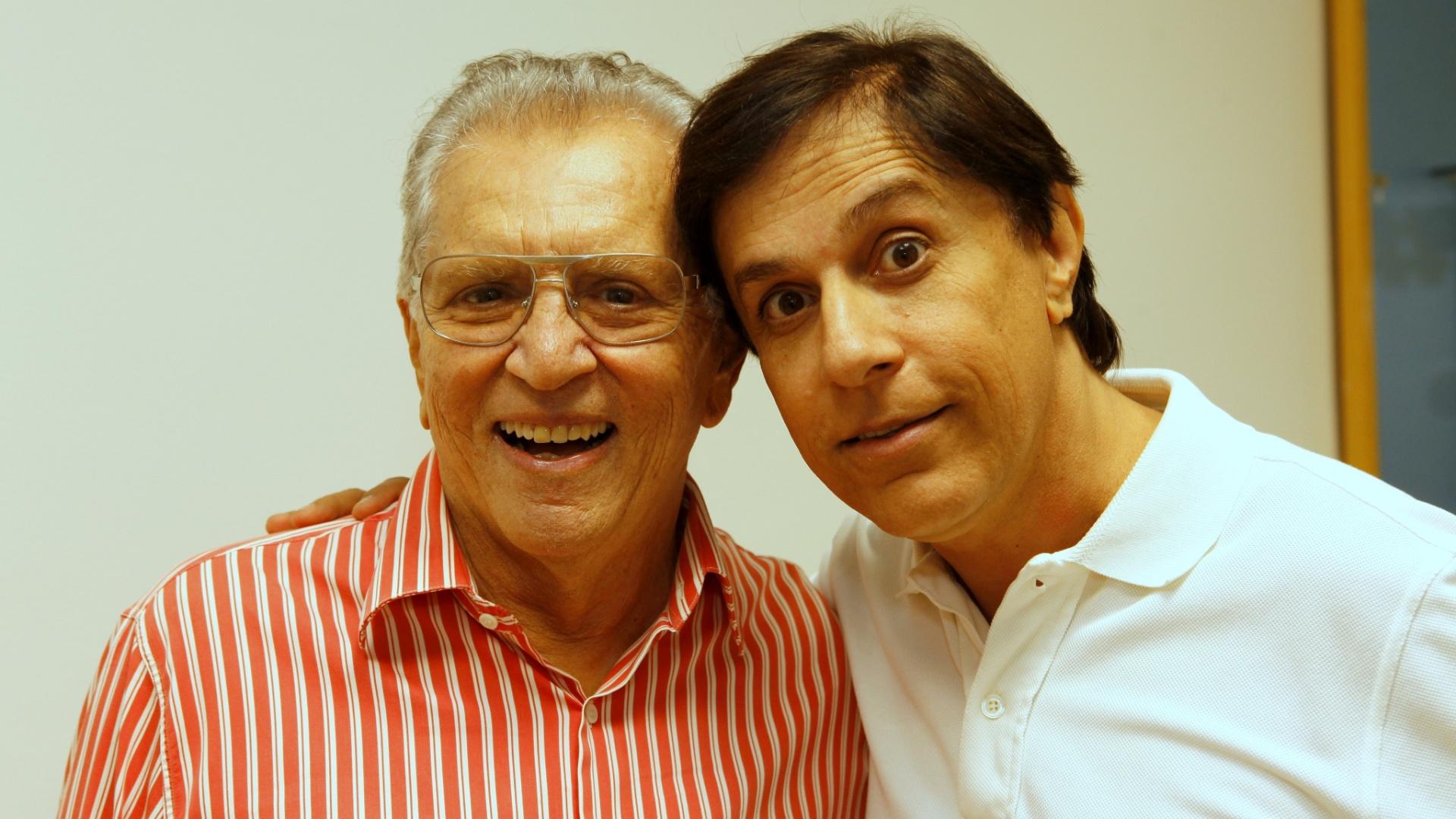 5.mai.2014 - Tom Cavalcante posou com Carlos Alberto de Nóbrega no camarim da