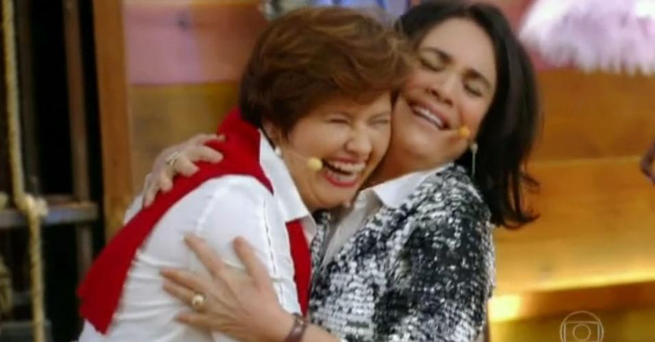 6.mai.2014 - Regina Duarte e Narjara Tureta, mãe e filha em